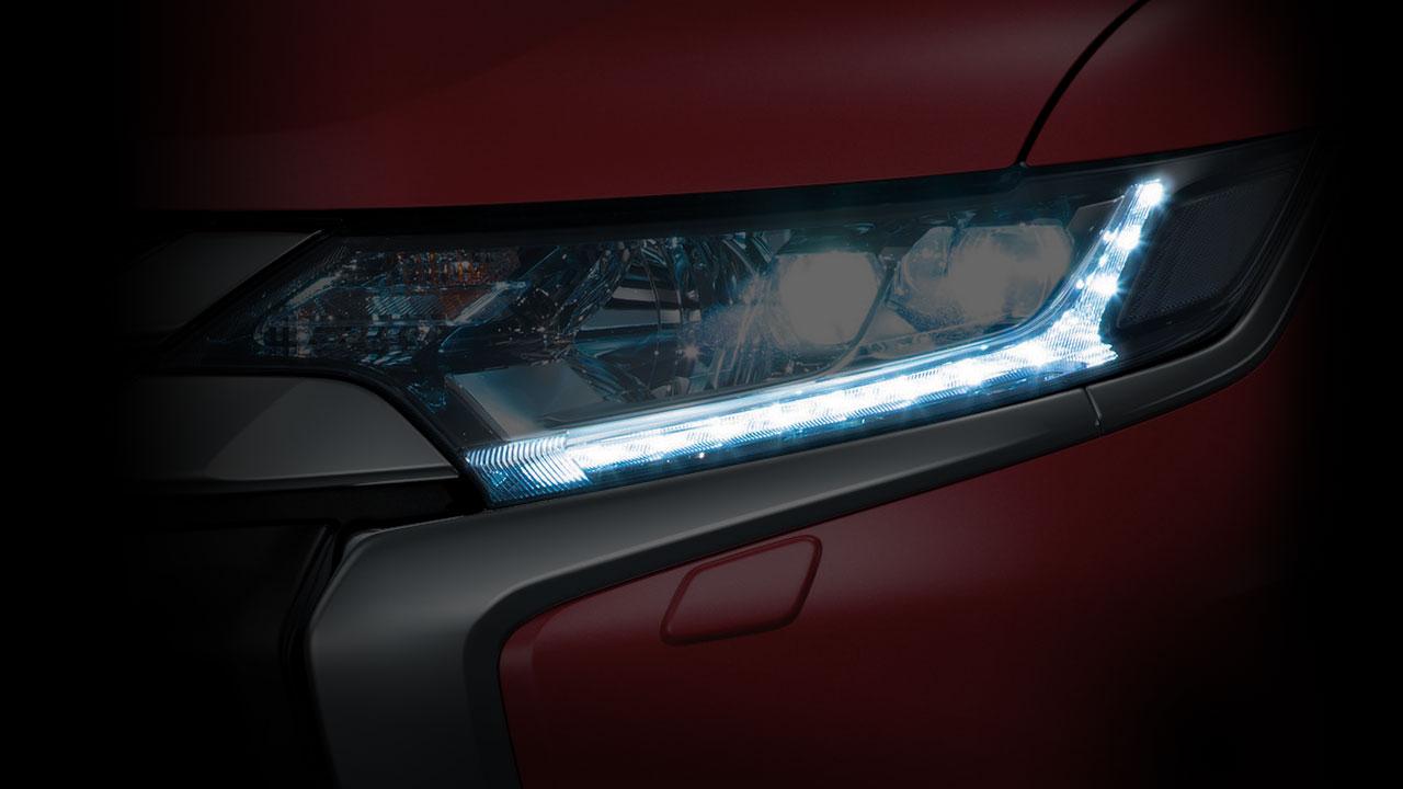 Đèn LED ban ngày xe Mitsubishi Outlander 2.0 STD 2018