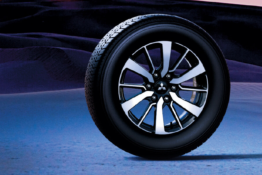 Ngoại thất Mitsubishi Pajero Sport - Hình 4