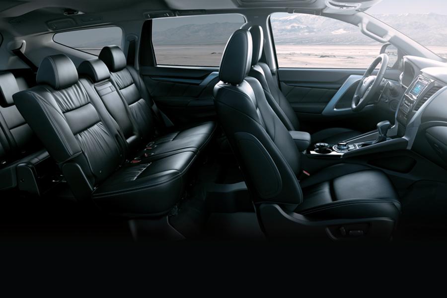 Nội thất Mitsubishi Pajero Sport - Hình 1