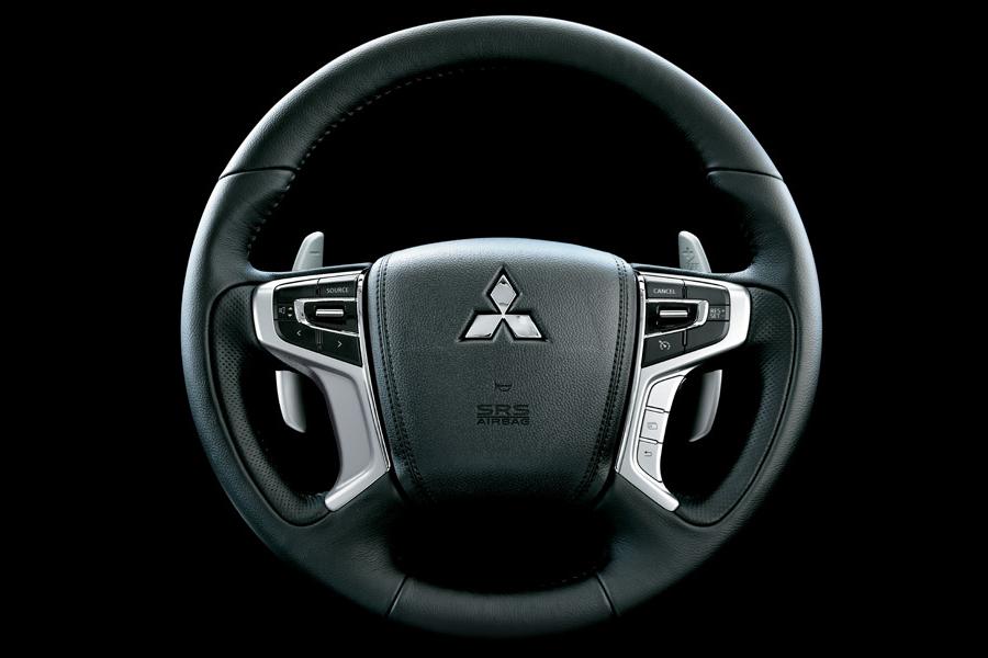 Nội thất Mitsubishi Pajero Sport - Hình 4